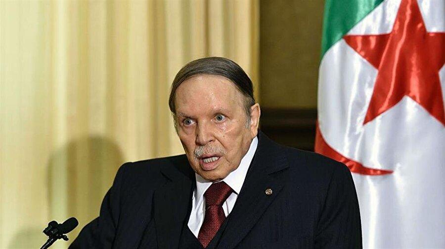 Cumhurbaşkanı Buteflika, konuşmakta ve yürümekte zorlanıyor.