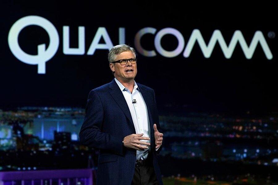 Qualcomm yönetim kurulu üyeleri, şirketlerinin hemen her etkinliğinde Apple ve Intel'i hedef alan açıklamalar yapmaya devam ediyor.