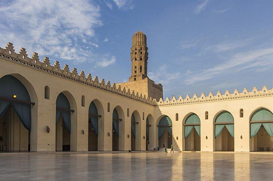 El-Hâkim Camii Kahire'de Fatimîler dönemine ait en önemli eserlerden birisidir.