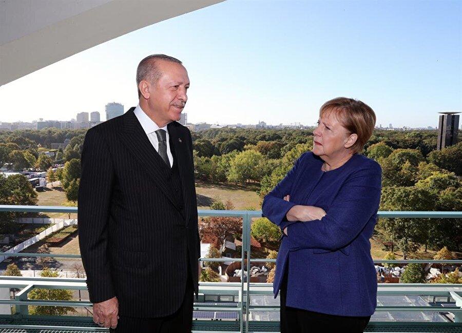 Cumhurbaşkanı Recep Tayyip Erdoğan, Almanya Şansölyesi Merkel ile aralarında geçen bir diyaloğu, Türkiye'ye dönüşü sırasında gazetecilere anlattı.