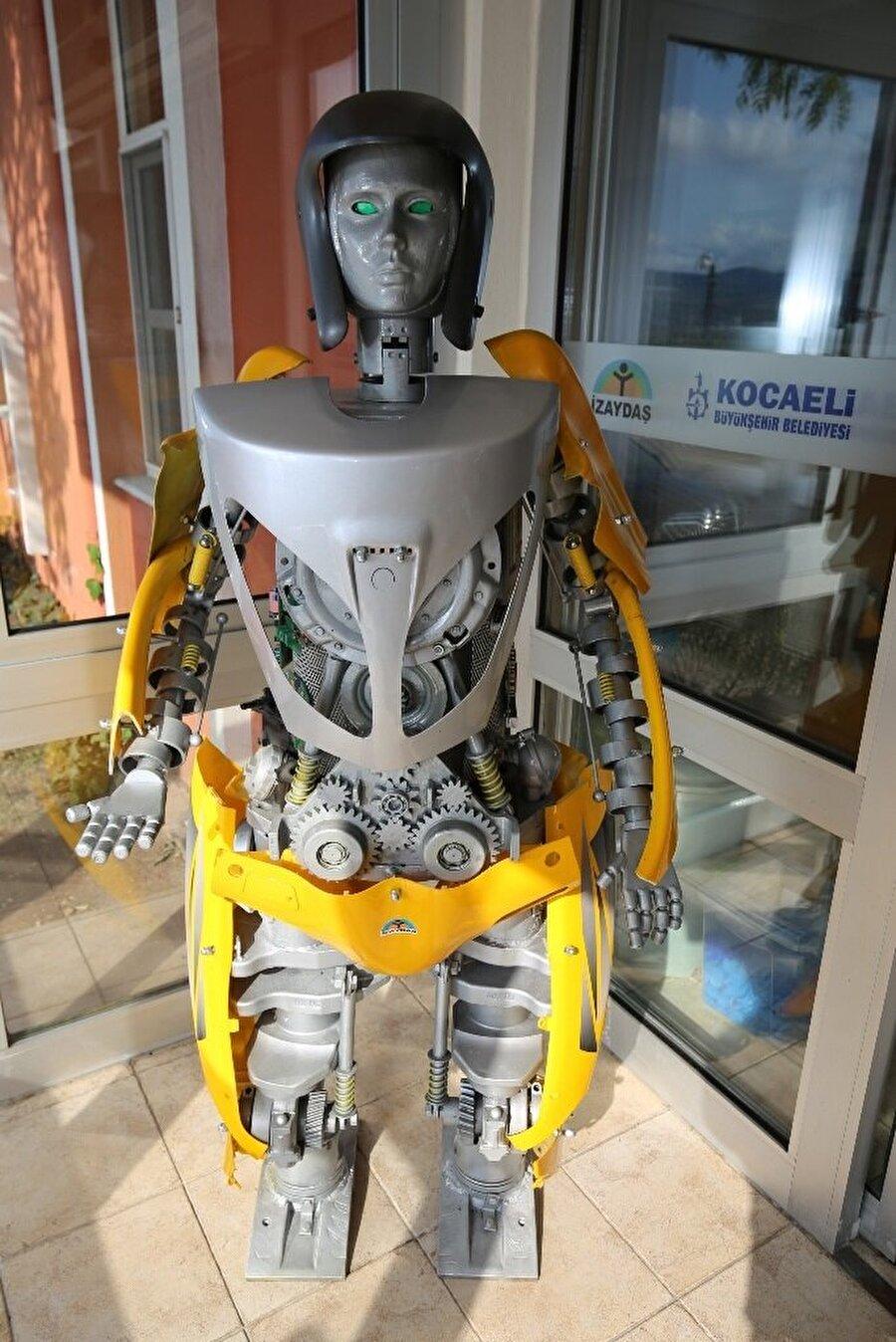 Robotun görüntüsü ve renk seçenekleri de öğrenciler tarafından beğeniyle karşılandı.