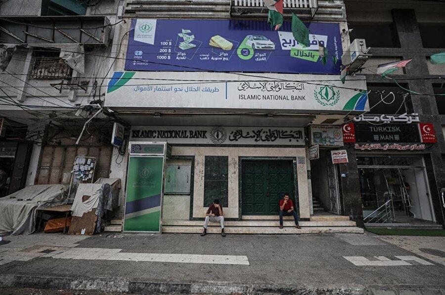 Filistinlilerin bir günlük genel grevi kapsamında Batı Şeria'da da dükkanlar ve kamu kurumları kapalı. (Mustafa Hassona / AA)