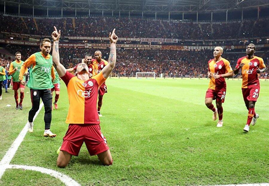 Maicon'u gol sevincinde takım arkadaşları yalnız bırakmadı.