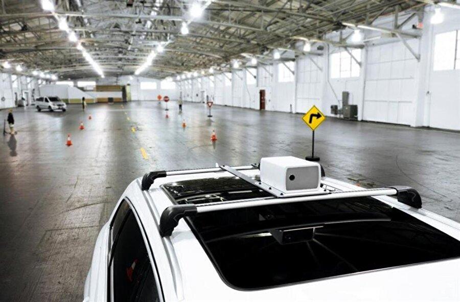 Sürücüsüz otomobiller için geliştirilen Aeva sensörü Audi spor otomobilin üzerinde görülebiliyor.