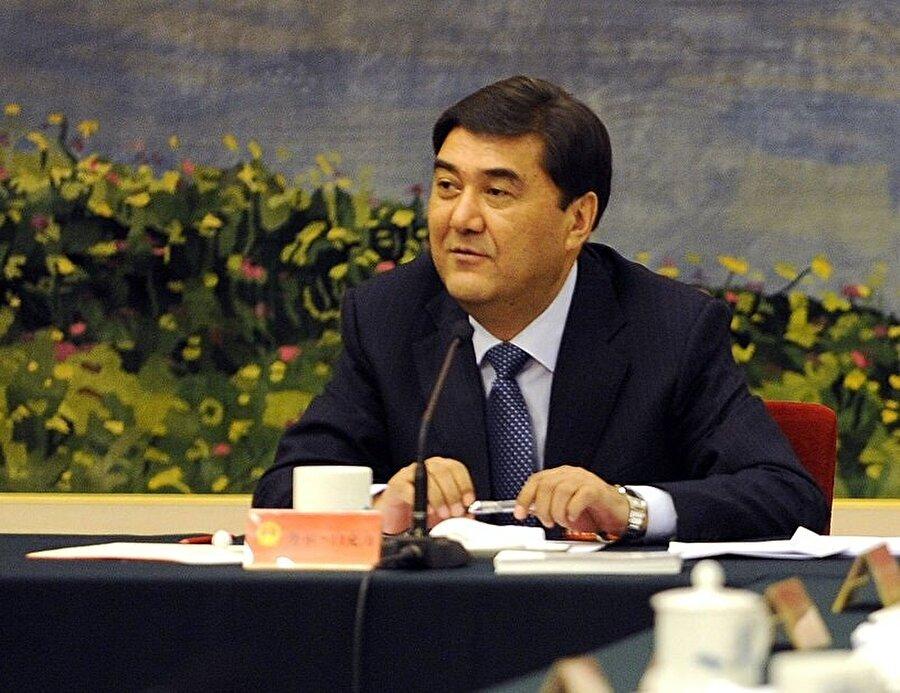 """Çin Komünist Partisi üyesi Bekri, Uygurlar tarafından """"Çin'in adamı"""" olarak değerlendiriliyordu."""