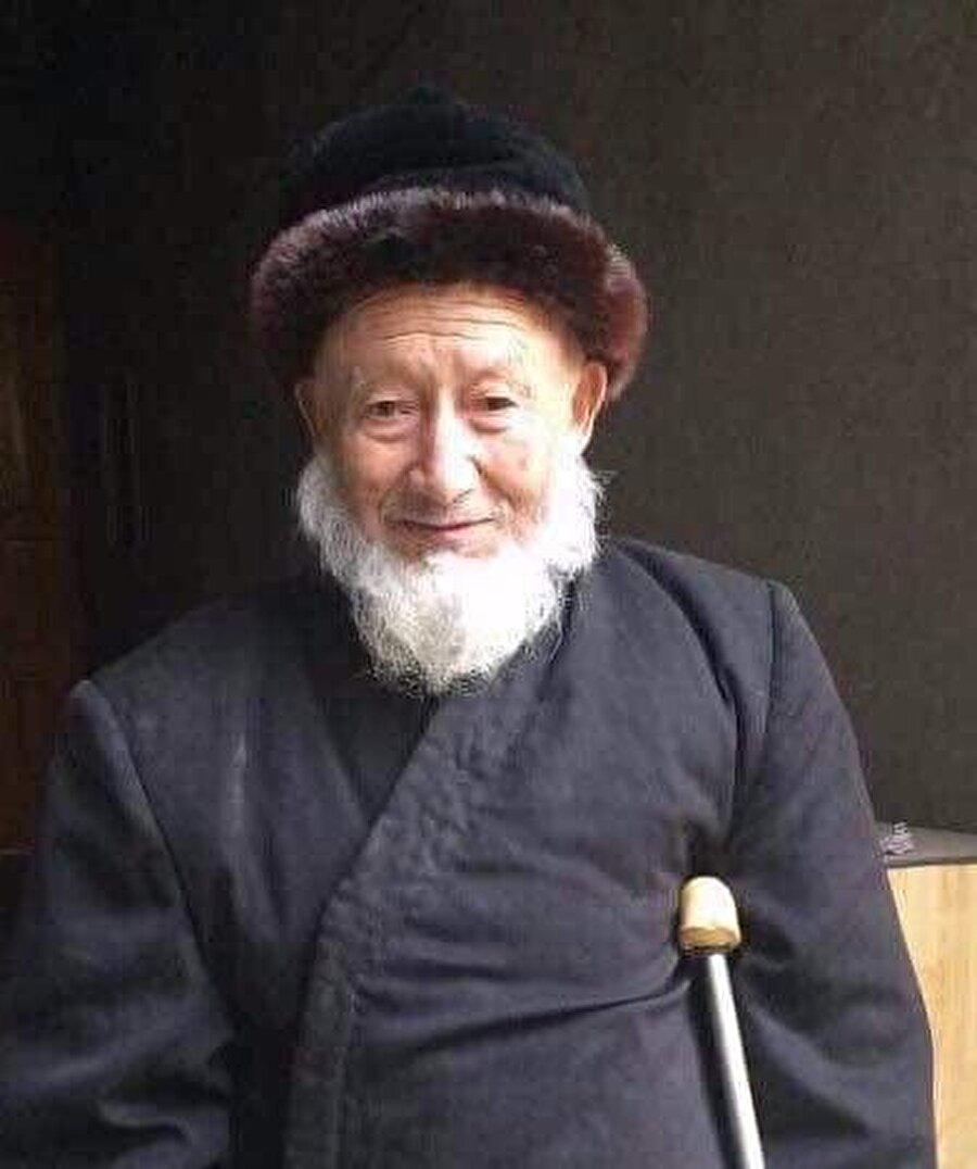 Çok sayıda Uygur din adamı, Çin'in hapishanelerinde hayatını kaybetti. Abdulehad Berat Masum, bunlardan biriydi.