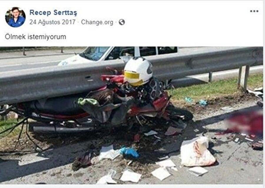 """Motosiklet tutkunu gencin bir yıl önce sosyal medya hesabından """"Motorcu dostu bariyer istiyoruz"""" adlı kampanyaya destek vermek için bariyere çarpan bir motosiklet kazası fotoğrafıyla """"Ölmek istemiyorum"""" notunu paylaştığı görüldü."""
