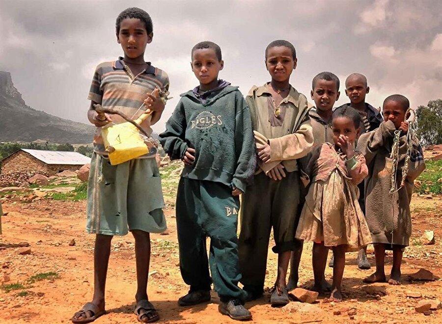 Ülkedeki gıda krizinin, direkt ve dolaylı yoldan, her gün 200'e yakın çocuğun ölümüne sebep olduğu belirtiliyor.