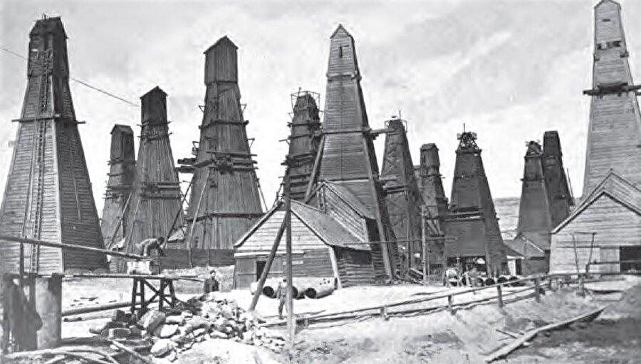 Bakü'deki petrol endüstrisi, on binlerce işçinin ülkeye gelmesine yol açmıştı.