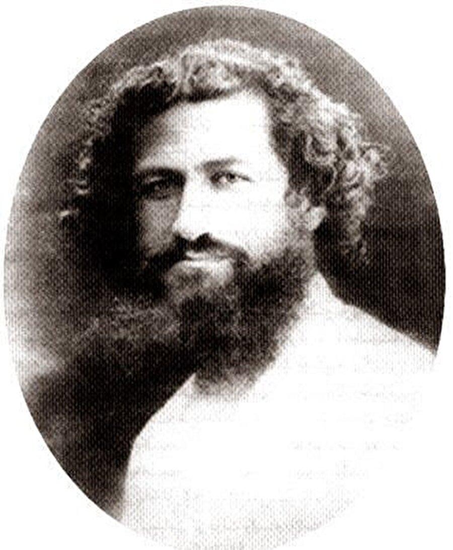 Mirza Koçak Han'ın gençlik yıllarından bir portresi.