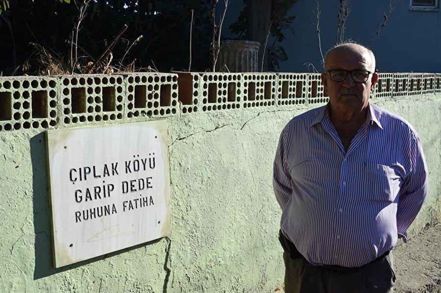 Çıplak köyünün isminin geçmişte burada yaşamış Çıplak Dede'den geldiğine inanılıyor.