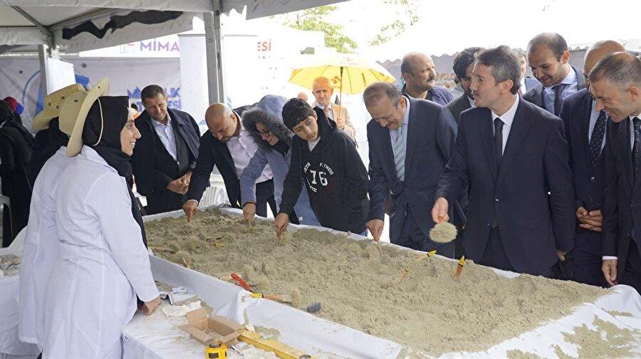Bilim Seyyahları projesinin kapanışına TBMM Başkanvekili Mustafa Şentop ve MEB Din Öğretimi Genel Müdürü Nazif Yılmaz katıldı.