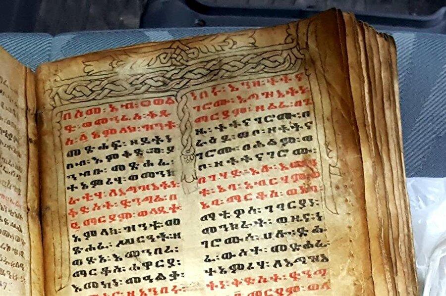 İbranice yazıların tam çözümlemesinin yapılması için uzman ekipler çalışma yapıyor.