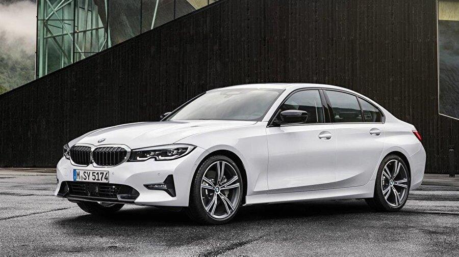 BMW'nin yeni nesil 3 serisinin temsilcileri şık ve tok hatlarıyla ilgi çekmeyi başarıyor.