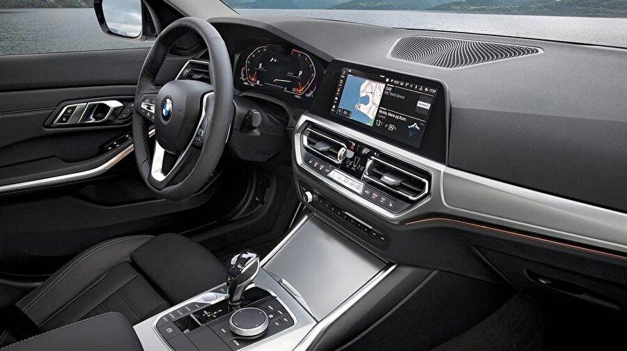 BMW 3 serisinin otomobil içi dizaynı da alışılagelmiş BMW otomobillerinin devamı niteliğini taşıyor.