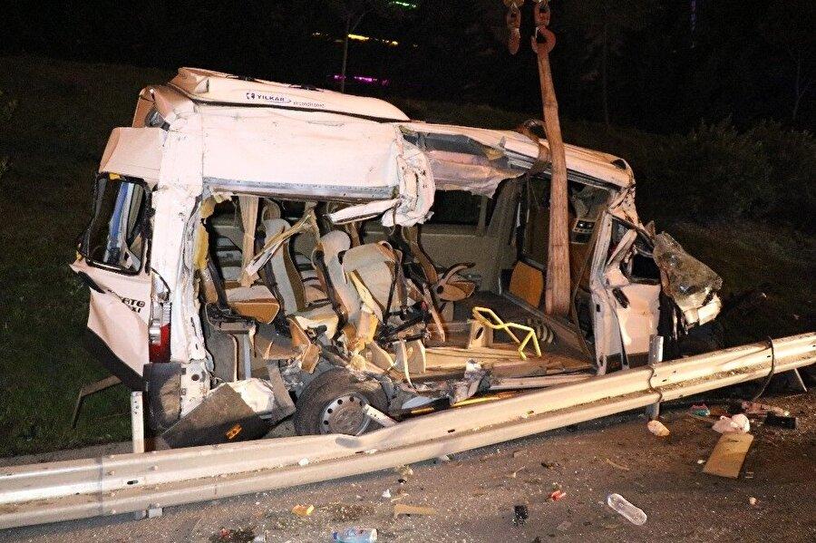 Araç çekici vasıtasıyla olay yerinden kaldırıldı.