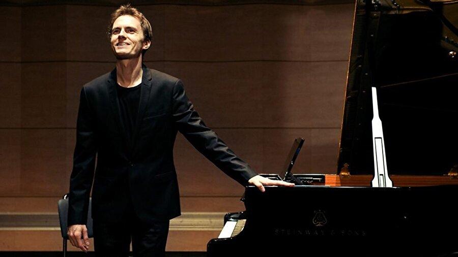 Fransız piyanist Alexandre Tharaud