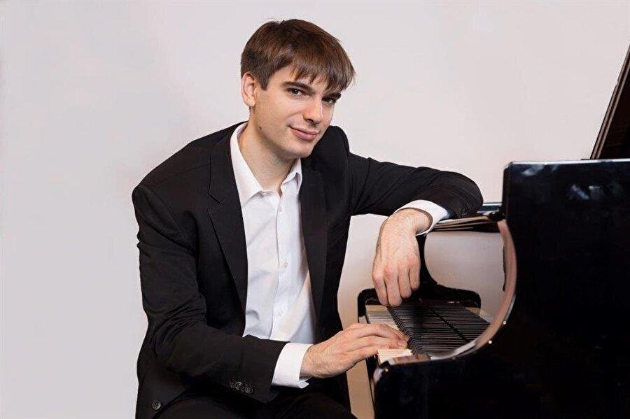 Amerikalı piyanist Andrew Tyson