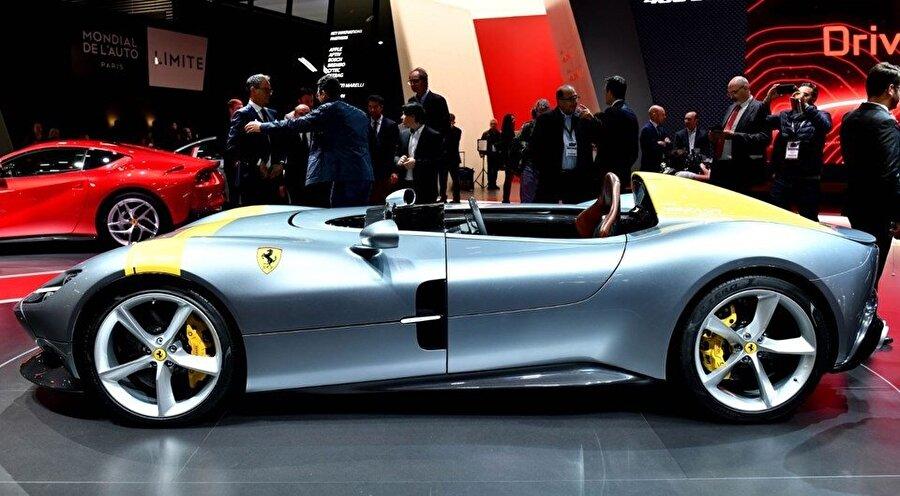 Ferrari Monza SP1, 499 adetlik üretimiyle, SP2 ile birlikte fuarın tek 'sınırlı üretim' otomobili olarak göze çarpıyor.