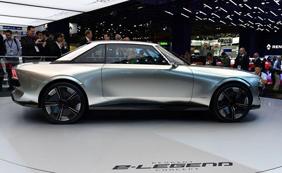 Peugeot tarafından geliştirilen e-legend Peugeot Concept isimli otomobil, uzay araçlarını andıran renk ve tasarım özellikleriyle fuarın ilgi çekecek otomobillerinden biri olacak.