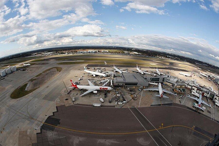 Heathrow Londra Havalimanı için ülkede yapılması planlanan üçüncü pist tartışmaları devam ediyor.