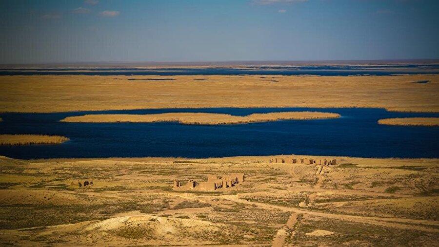 Aral Gölü, Hazar Denizi'nden aktarılacak kaynaklar sayesinde kurtulabilecek olmasına rağmen, bütçeleri oldukça aşan bu plan yürürlüğe sokulamadı.