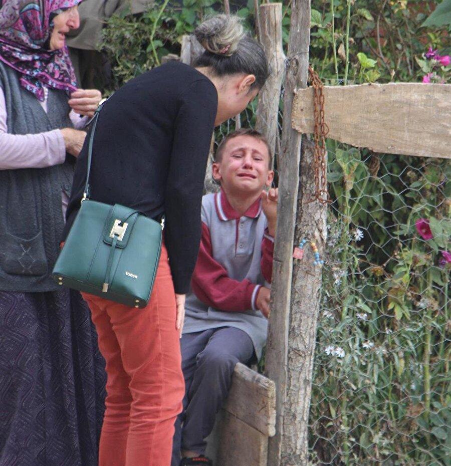 Şehidin yeğeni Halil Göksu amcası için gözyaşı döktü.