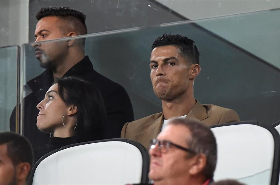 Cristiano Ronaldo cezası sebebiyle Juventus - Young Boys maçını tribünden takip etmişti.