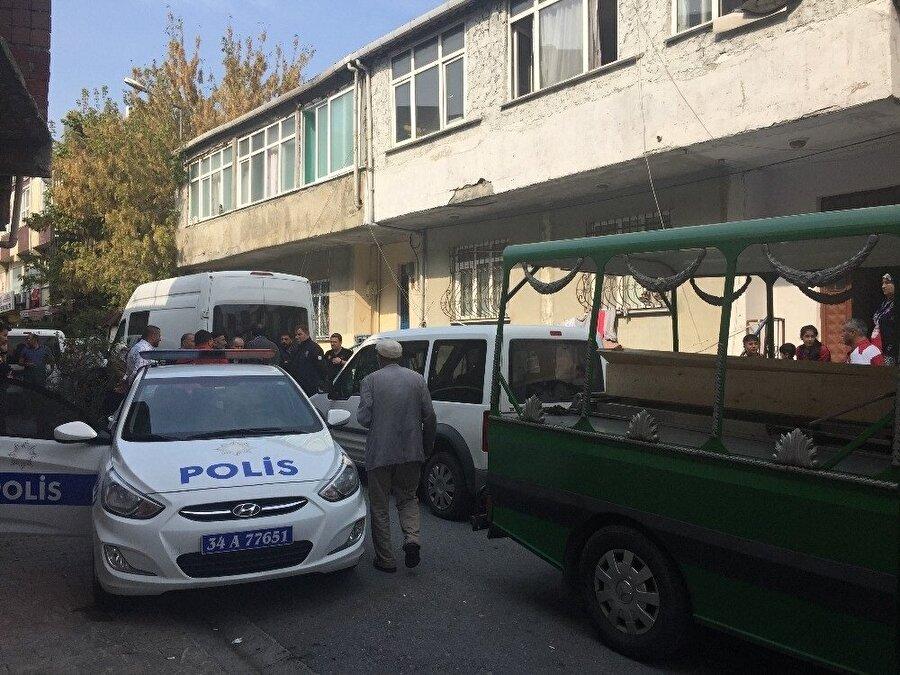 Polis, eşini feci şekilde öldürerek kaçan Adil D.'yi yakalamak için çalışma başlattı.