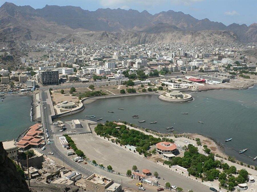 Aden, konumundan ötürü tarih boyunca hep saldırıya açık olmuş bir şehir.