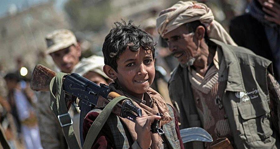 Silah taşımak, küçükten büyüğe bütün Yemenlilerde çok yaygın bir alışkanlık.