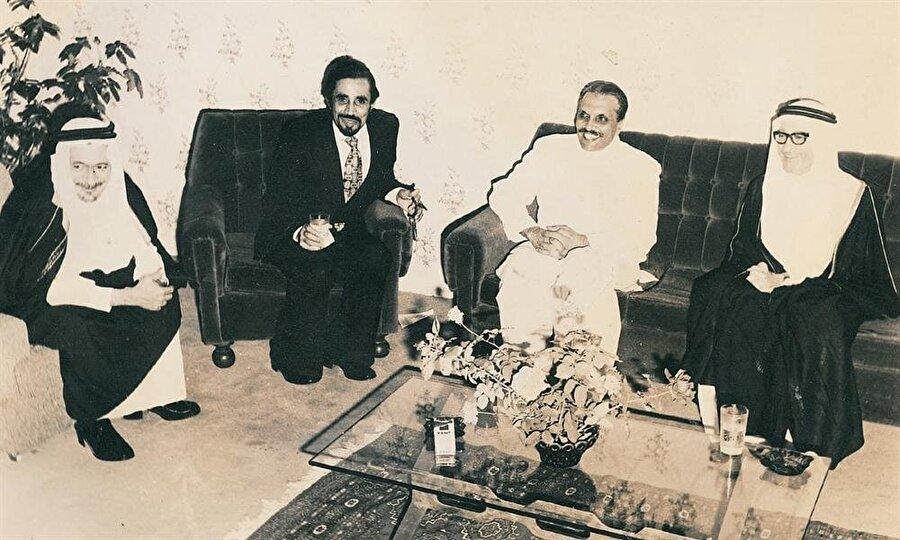 İslam ülkeleriyle arasını iyi tutmaya çalışan Ziya ül-Hak, bu çerçevede birçok özel ziyaret gerçekleştirdi.
