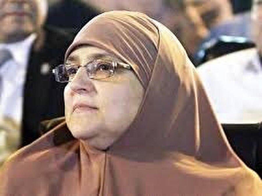 Mursi'nin eşi Neclâ Mahmud da ziyarette yer aldı.
