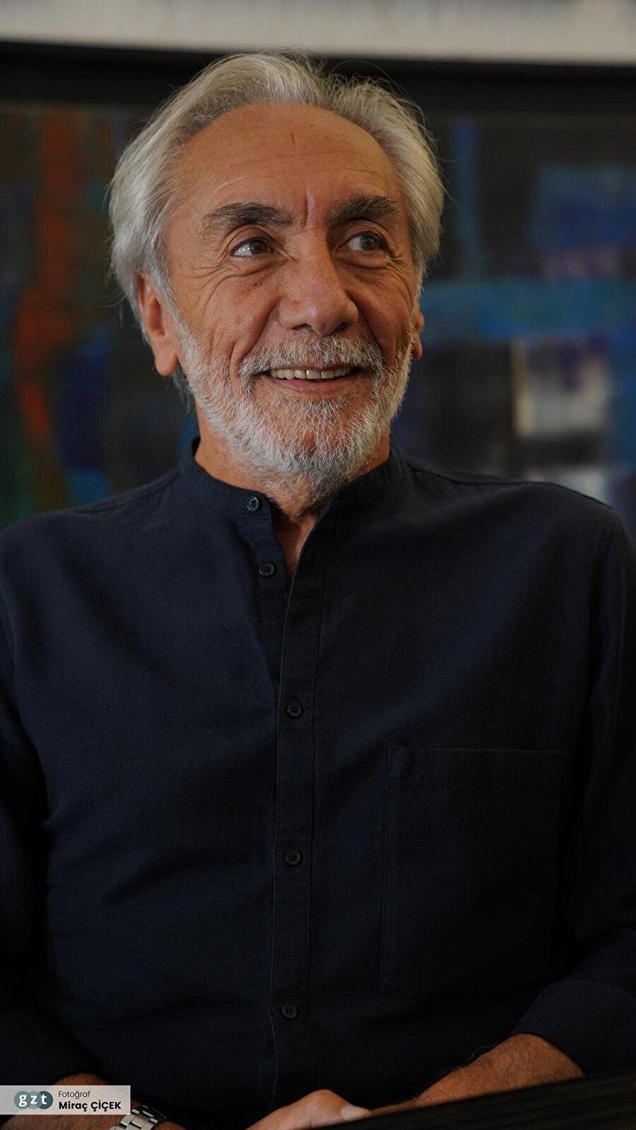 1978 yılında Ege Üniversitesi Güzel Sanatlar Fakültesi Mimarlık Bölümünü bitirdi.