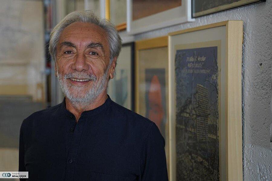 1985'ten beri kendi mimarlık atölyesinde, Nevzat Sayın Mimarlık Hizmetleri'nde çalışmalarını sürdürüyor.