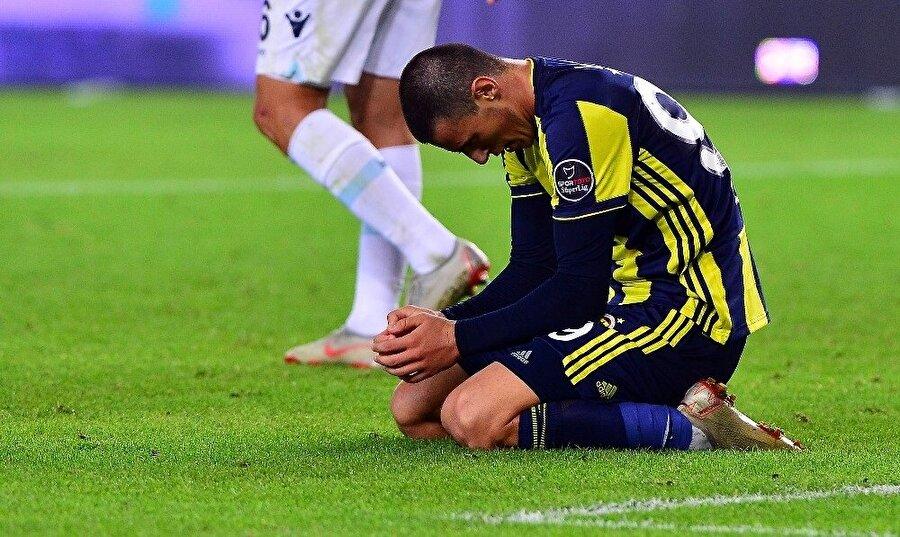 Eljif Elmas, Başakşehir maçının son bölümlerinde kaçırdığı golden sonra yıkıldı.