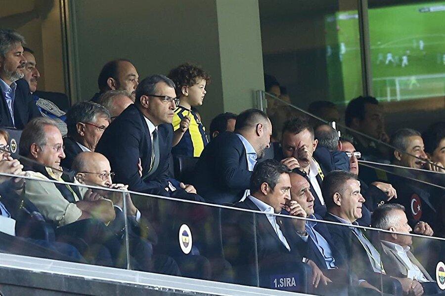Fenerbahçe Başkanı Ali Koç, Başakşehir mücadelesini kendisine ayrılan yerden takip etti.