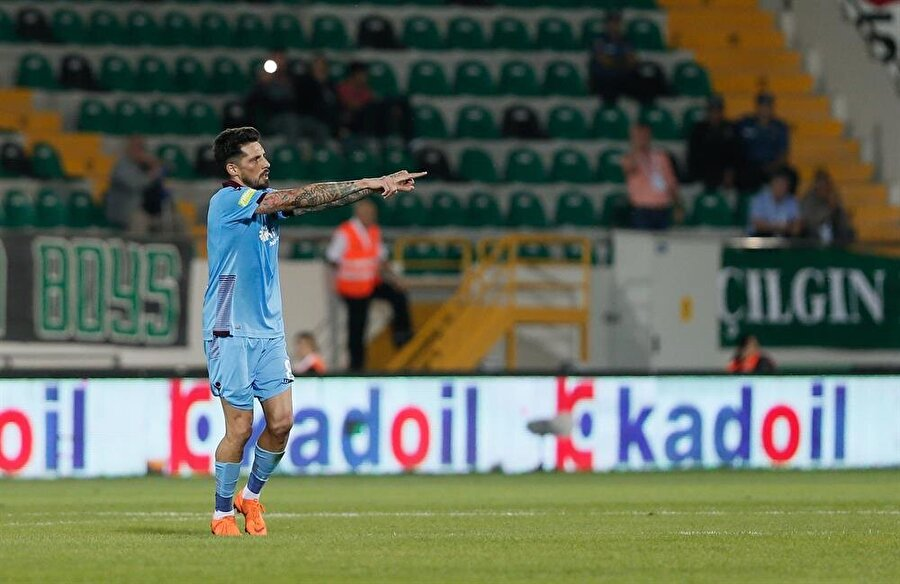 Jose Sosa frikikten attığı golü ailesine hediye etti.
