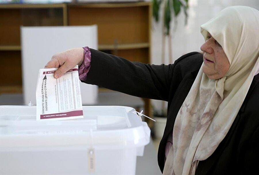 Seçimler neticesinde Devlet Başkanlığı Konseyi'nin üyeleri de belli olacak. (Dado Ruvıc / Reuters)