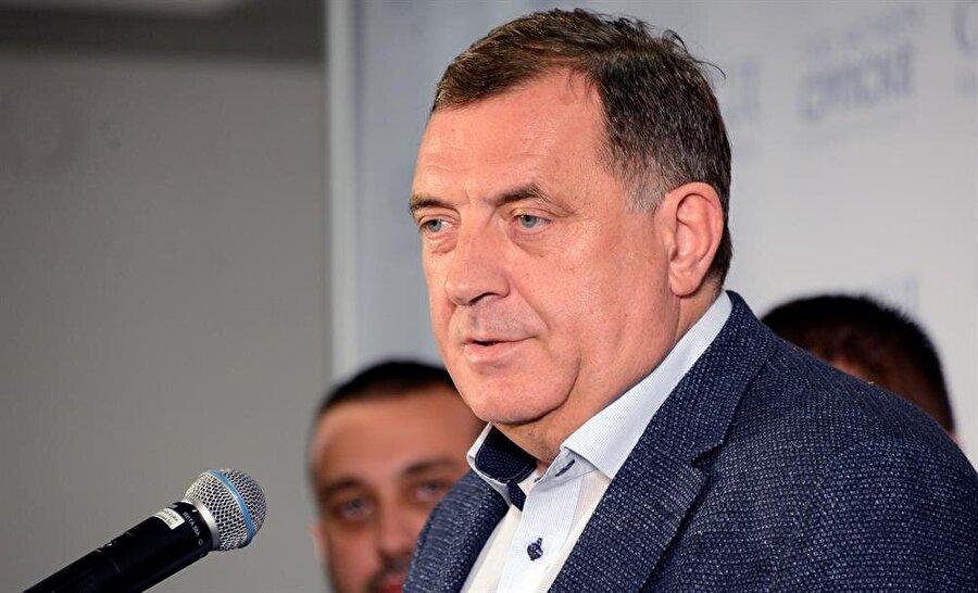Resmi olmayan sonuçlara göre rakiplerinden önde olan Sırp aday Milorad Dodik, sık sık ayrılıkçı söylemleri ile dikkat çekiyor.