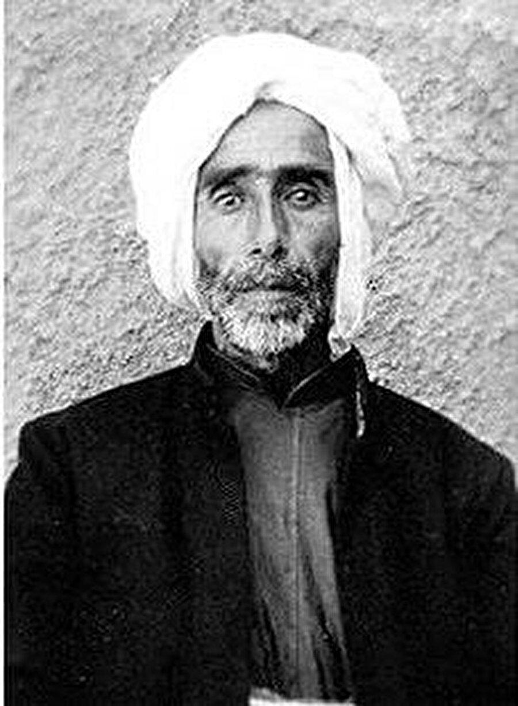 Hacı Baba Şeyh, Mahabad Cumhuriyeti Başbakanı olarak görev yapıyordu.