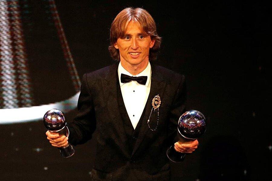 FIFA tarafından yılın futbolcusu seçilen Luka Modric Altın Top ödülü için de en önemli adaylardan biri olarak gösteriliyor.