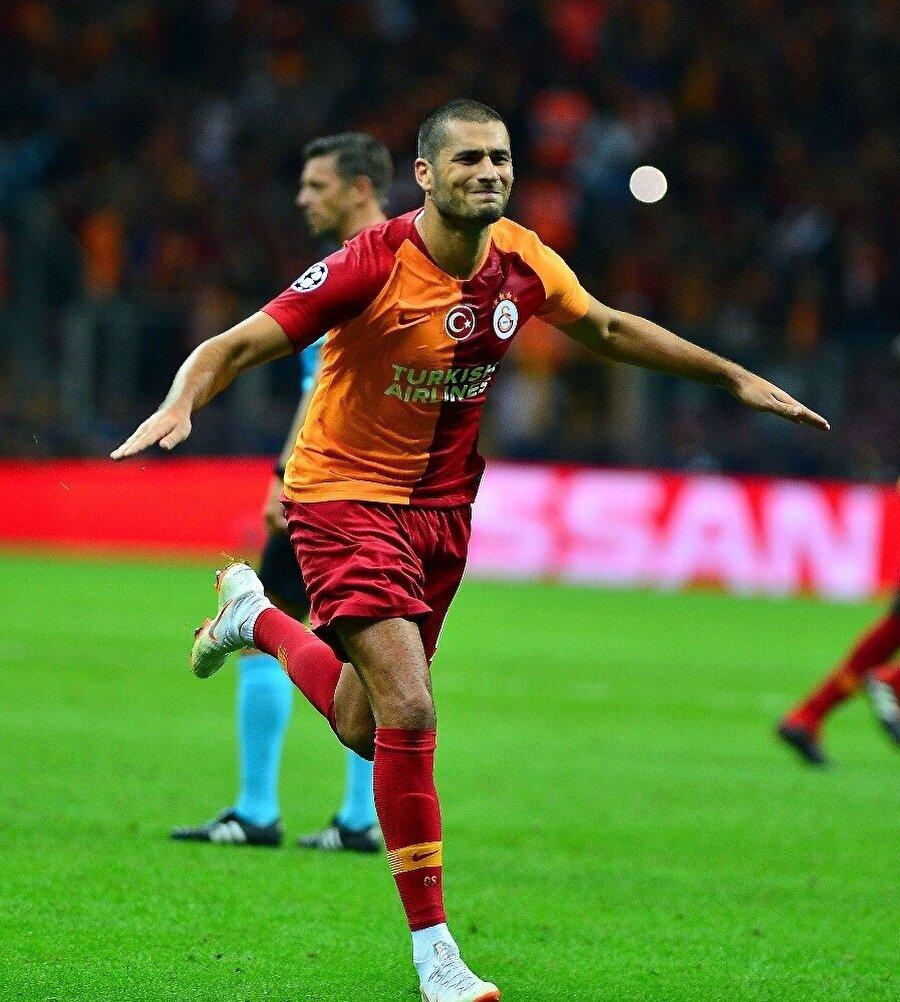 Eren Derdiyok, attığı golden sonra sevincini paylaşırken.
