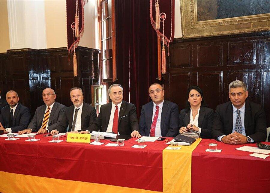 Galatasaray Yönetim Kurulu Eylül ayı olağan Divan Kurulu toplantısında.