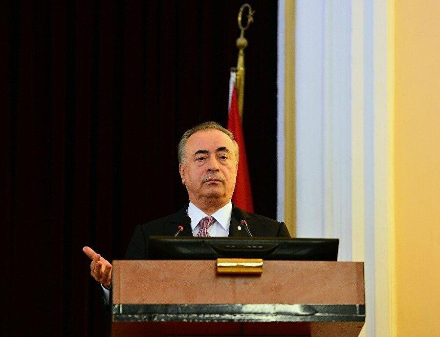 Galatasaray Başkanı Mustafa Cengiz, Ekim ayı divan toplantısında konuşuyor.