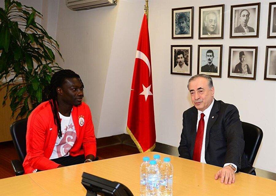 Mustafa Cengiz ve Galatasaray'ın eski futbolcusu Bafetimbi Gomis kulüp binasında bir araya geldiler.