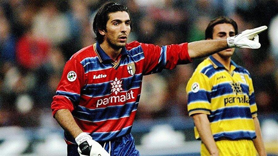 İtalyanların efsane oyuncuları; Gianluigi Buffon ve Fabio Cannavaro, yıllar önce birlikte Parma formasını terletmişlerdi.