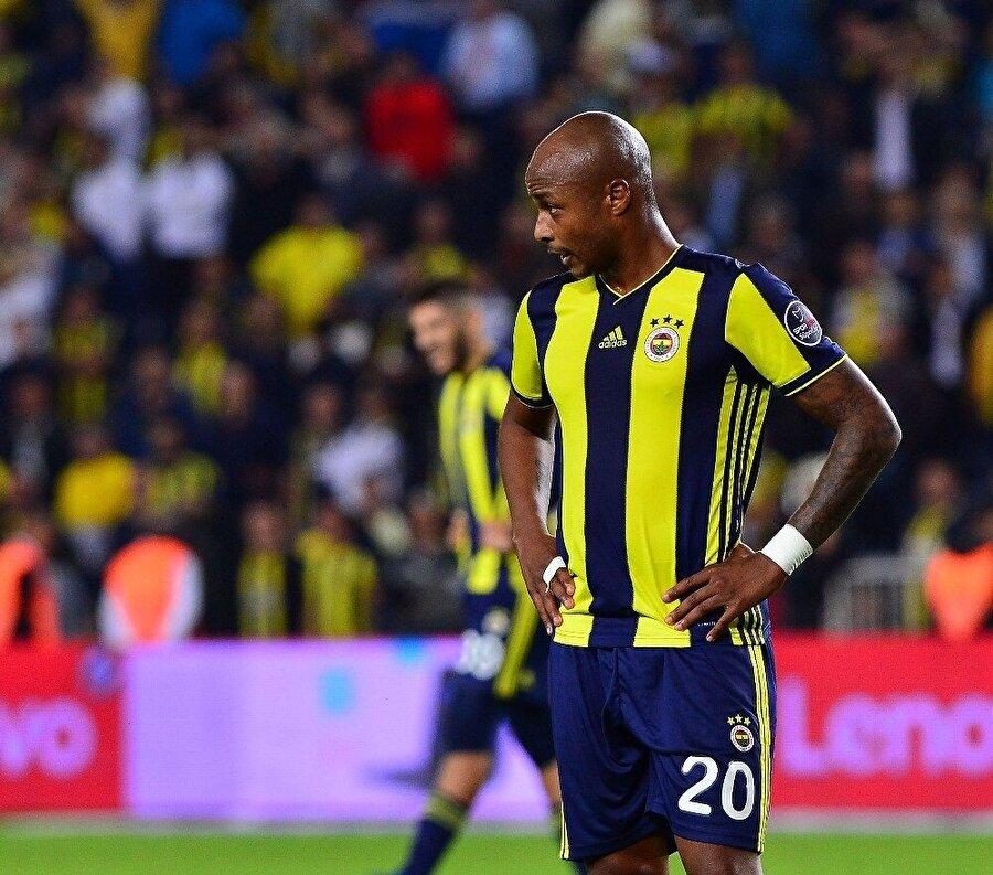 Andre Ayew, Fenerbahçe'nin Başakşehir'i evinde ağırladığı maçta beraberliğin üzüntüsünü yaşıyor.