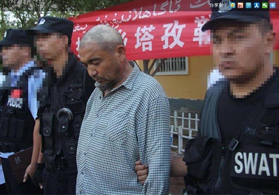 Çin yönetimi, Uygur din adamlarını aşağılamak için, saçlarını kazıyarak teşhir etme yöntemini de kullanıyor.
