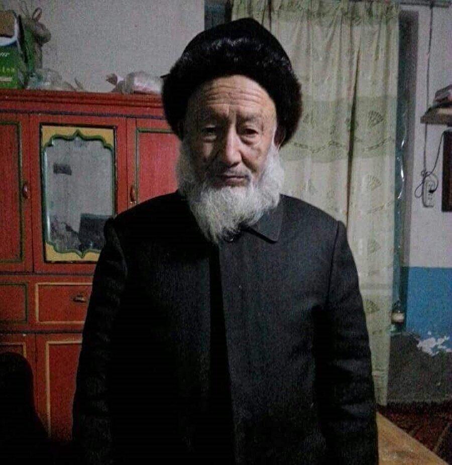 Abdulehat Berat Mahsum, Doğu Türkistan'ın en önemli âlimlerindendi.